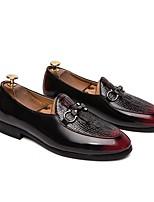 Недорогие -Муж. Комфортная обувь Полиуретан Весна Мокасины и Свитер Черный / Красный
