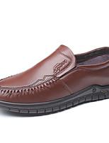 Недорогие -Муж. Комфортная обувь Полиуретан Весна / Осень На каждый день Мокасины и Свитер Черный / Коричневый