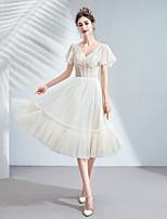 Недорогие -А-силуэт V-образный вырез Ниже колена Тюль Коктейльная вечеринка Платье с Бусины / Аппликации от LAN TING Express