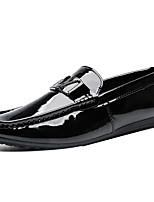 Недорогие -Муж. Комфортная обувь Лакированная кожа Весна лето Английский Мокасины и Свитер Водостойкий Черный / Белый