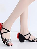 Недорогие -Жен. Танцевальная обувь Сатин Обувь для латины Лак / Кристаллы / Цветы На каблуках Толстая каблук Черный