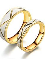 Недорогие -Для пары Кольца для пар Кольцо 2pcs Золотой Нержавеющая сталь Титановая сталь Круглый Классический Мода Обручение Подарок Бижутерия Cool