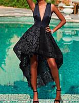 Недорогие -А-силуэт Погруженный декольте Асимметричное Кружева / Сатин Маленькое черное платье Коктейльная вечеринка Платье с Кружевная вставка от LAN TING Express
