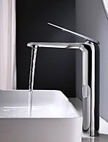 Недорогие -Ванная раковина кран - Вращающийся Хром По центру Одной ручкой одно отверстиеBath Taps