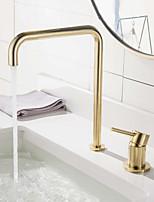 Недорогие -Ванная раковина кран - Широко распространенный Матовое золото Разбросанная Одной ручкой Два отверстияBath Taps