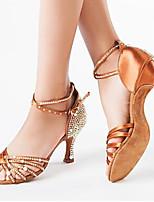 Недорогие -Жен. Танцевальная обувь Сатин Обувь для латины Лак / Пряжки / Кристаллы На каблуках Толстая каблук Черный / Коричневый / Белый
