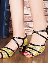 Недорогие -Жен. Танцевальная обувь Искусственная кожа Обувь для латины На каблуках Толстая каблук Белый / Золотой / Серый