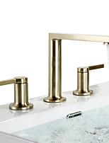 Недорогие -Ванная раковина кран - Широко распространенный Матовое золото Разбросанная Две ручки три отверстияBath Taps
