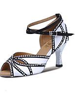 Недорогие -Жен. Танцевальная обувь Сатин Обувь для латины Лак / Кристаллы На каблуках Кубинский каблук Персонализируемая Черно-белый