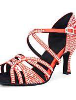 """Недорогие -Жен. Танцевальная обувь Сатин Обувь для латины Стразы / Лак / Crystal / Rhinestone На каблуках Каблук """"Клеш"""" Персонализируемая Черный / Оранжевый"""