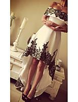 Недорогие -А-силуэт С открытыми плечами Асимметричное Шифон Коктейльная вечеринка Платье с Аппликации от LAN TING Express