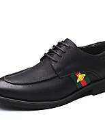 Недорогие -Муж. Комфортная обувь Полиуретан Осень Деловые Туфли на шнуровке Нескользкий Контрастных цветов Черный