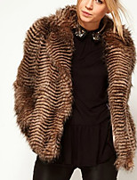 Недорогие -Жен. Повседневные Наступила зима Обычная Искусственное меховое пальто, Полоски Отложной Длинный рукав Искусственный мех Коричневый