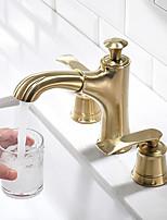 Недорогие -Ванная раковина кран - Вытяжная лейка Матовое золото Разбросанная Две ручки три отверстияBath Taps