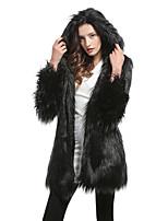 Недорогие -Жен. Для вечеринок Уличный стиль / Изысканный Наступила зима Длинная Искусственное меховое пальто, Однотонный Капюшон Длинный рукав Искусственный мех Черный / Светло-серый / Белый