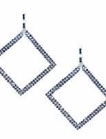 Недорогие -Жен. Серьги геометрический Представить Стиль европейский Мода Крупногабаритные Cool Серьги Бижутерия Белый Назначение Повседневные 1 пара