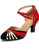 Недорогие -Жен. Танцевальная обувь Нейлон Обувь для латины Планка На каблуках Кубинский каблук Персонализируемая Черный / Красный