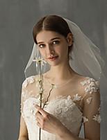 Недорогие -Два слоя Гламурный и эффектный / Милая Свадебные вуали Фата до плеч с Искусственный жемчуг / Однотонные Тюль