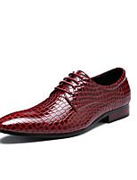 abordables -Homme Chaussures Formal Cuir Printemps été / Automne hiver Business / Simple Oxfords Respirable Noir / Rouge / Bleu
