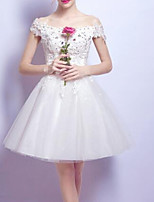 cheap -A-Line Off Shoulder Short / Mini Chiffon / Tulle White / Red Cocktail Party / Homecoming Dress with Beading / Appliques / Bow(s) 2020