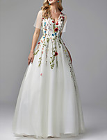 cheap -A-Line Floral White Engagement Prom Dress V Neck Short Sleeve Floor Length Lace Tulle with Lace Insert Appliques 2020