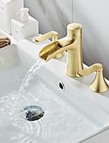 Недорогие -Смеситель для раковины в ванной комнате - Водопад / Широко окрашенная отделка Широко распространенные две ручки Три отверстия для ванны