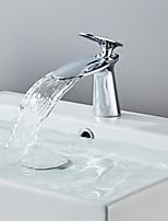 Недорогие -Смеситель для раковины в ванной комнате - хромированный водопад / гальванический ободок для одной ручки