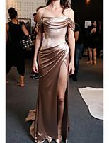 Недорогие -Футляр С открытыми плечами Со шлейфом средней длины Полиэстер Секси / Золотистый Обручение / Торжественное мероприятие Платье с Рюши / С разрезами 2020