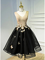 cheap -Ball Gown Color Block Black Homecoming Cocktail Party Dress V Neck Sleeveless Knee Length Tulle with Appliques 2020