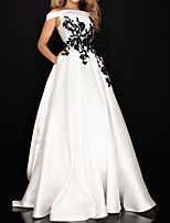 cheap -Ball Gown Elegant Vintage Engagement Prom Dress Off Shoulder Sleeveless Sweep / Brush Train Satin with Pleats Appliques 2020
