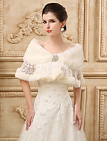 cheap -Half Sleeve Shawls Faux Fur Wedding Women's Wrap With Lace / Crystal Brooch
