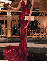 cheap -Mermaid / Trumpet Glittering Sexy Wedding Guest Formal Evening Dress V Neck Sleeveless Court Train Sequined with Pleats Sequin 2020