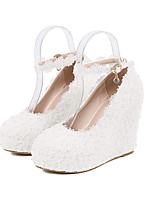 cheap -Women's Wedding Shoes Wedge Heel Round Toe Vintage Sexy Minimalism Wedding Party & Evening PU Pearl Buckle Lace Solid Colored Floral White Ivory