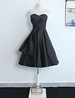 cheap -A-Line Little Black Dress Elegant Wedding Guest Formal Evening Dress Sweetheart Neckline Sleeveless Knee Length Satin with Pleats 2021