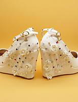 cheap -Women's Wedding Shoes Pumps Round Toe Wedding Pumps Vintage Sexy Minimalism Wedding Party & Evening PU Satin Flower Sparkling Glitter Buckle Solid Colored Floral White Ivory Beige