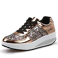 ราคาถูก -สำหรับผู้หญิง รองเท้ากีฬา รองเท้าส้นตึก ปลายกลม PU Sporty / ไม่เป็นทางการ สำหรับวิ่ง / วสำหรับเดิน ฤดูใบไม้ร่วง & ฤดูหนาว ขาว / สีทอง / เงิน