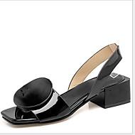 저렴한 -여성용 샌들 플랫 둥근 발가락 PU 여름 블랙 / 화이트