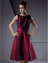 cheap -A-Line / Ball Gown Bateau Neck Knee Length Taffeta Bridesmaid Dress with Flower