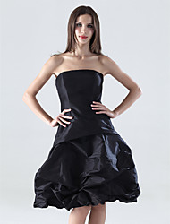 cheap -A-Line Little Black Dress Wedding Party Dress Strapless Sleeveless Knee Length Taffeta with Pick Up Skirt 2020