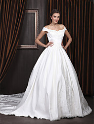 cheap -Ball Gown Wedding Dresses Off Shoulder Scalloped-Edge Chapel Train Satin Short Sleeve with 2020