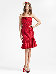 cheap -Sheath / Column Strapless / Sweetheart Neckline Knee Length Taffeta Bridesmaid Dress with Ruffles / Draping / Side Draping