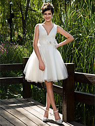 cheap -Ball Gown Wedding Dresses V Neck Knee Length Tulle Sleeveless See-Through with Sash / Ribbon Flower Button 2020