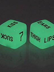 Недорогие -Любителя светящиеся в темноте Dice игрушки (2 шт)