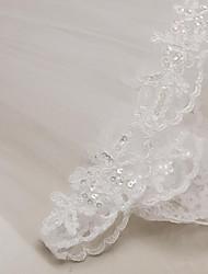 Недорогие -Два слоя Кружевная кромка Свадебные вуали Фата до локтя с Аппликации 31.5 (80 см) Тюль