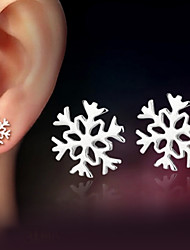 cheap -Women's Stud Earrings Snowflake Ladies Classic Sterling Silver Silver Earrings Jewelry Silver For Wedding Party Daily