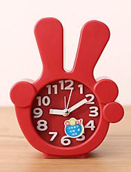 Недорогие -креативный пластиковый мини палец настольного игла сигнализация кварцевые часы (случайный цвет)