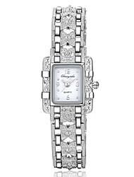 Недорогие -Жен. Модные часы Часы-браслет Наручные часы Кварцевый Серебристый металл Повседневные часы Имитация Алмазный Аналоговый Кулоны - Белый Красный Синий