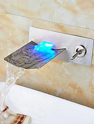 Недорогие -Ванная раковина кран - Водопад / LED Матовый никель На стену Два отверстия / Одной ручкой Два отверстияBath Taps