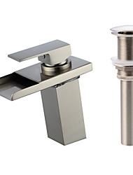 Недорогие -Смеситель - Водопад / LED Матовый никель По центру Одной ручкой одно отверстиеBath Taps