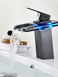 Недорогие -По центру Водопад LED индикатор Начищенная бронза, Ванная раковина кран